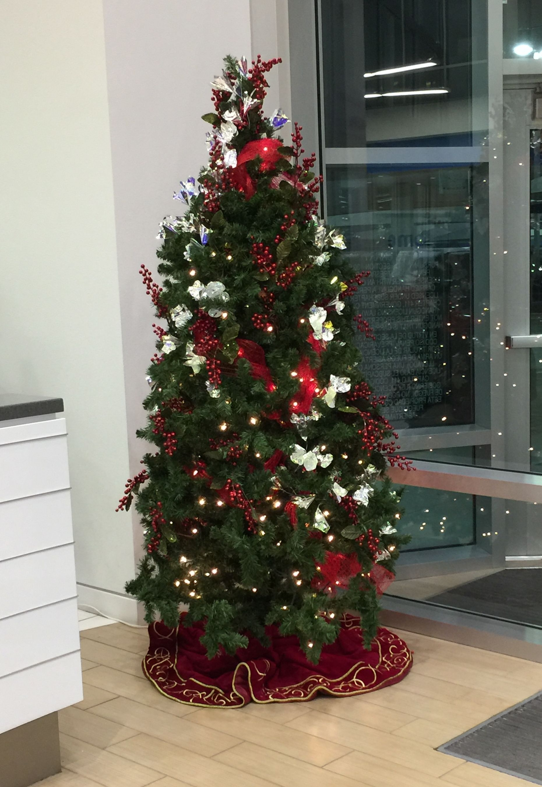 Rental-Christmas Tree, Decorated - 12 Ft